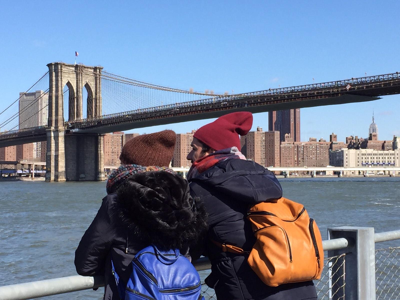 Puente de Brooklyn. Sara y Paco